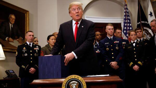 Prezydent USA Donald Trump po podpisaniu budżetu obronnego na rok 2018 - Sputnik Polska