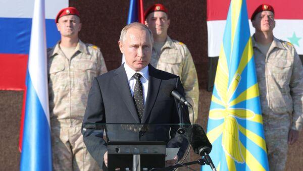 Prezydent Rosji Władimir Putin podczas odwiedzin w bazie lotniczej Hmeimim w Syrii - Sputnik Polska
