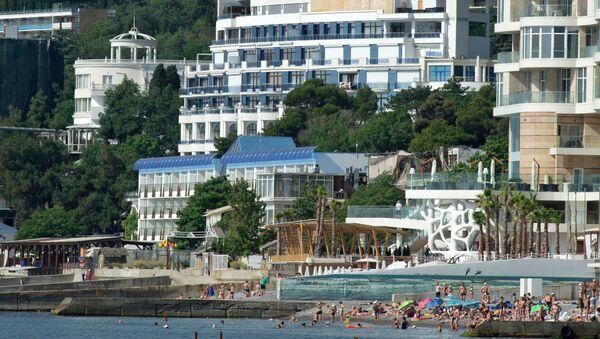 Widok z morza na hotele w Jałcie - Sputnik Polska