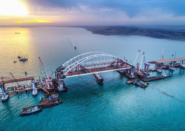 Łuki mostu przez Cieśninę Kerczeńską