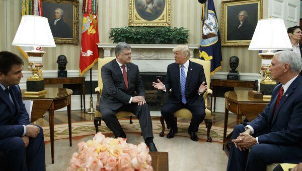 Prezydent Ukrainy i USA Petro Poroszenko i Donald Trump na spotkaniu w Waszyngtonie - Sputnik Polska