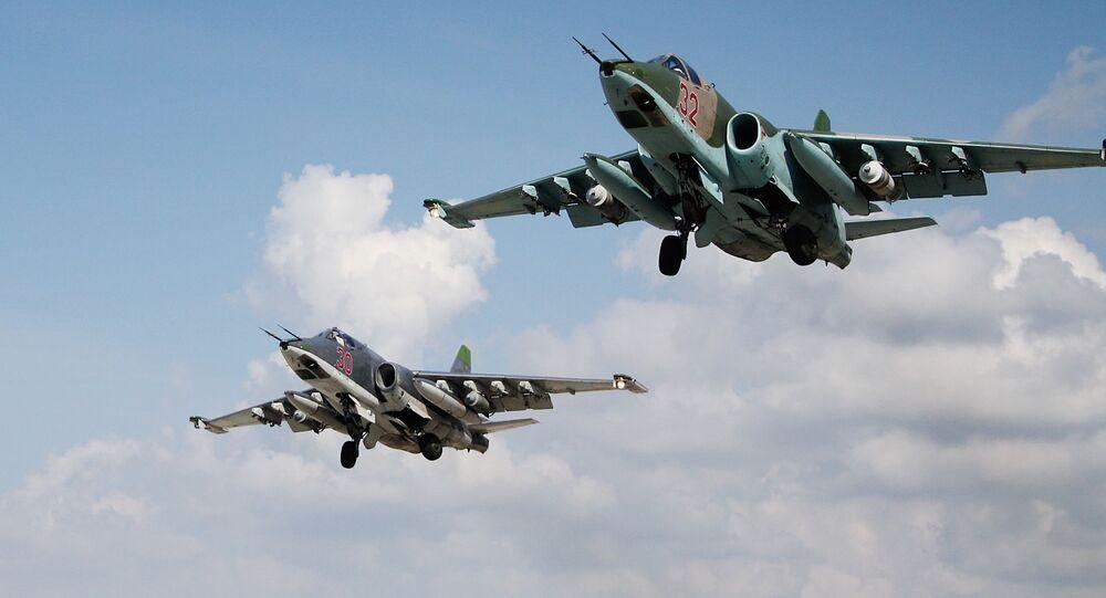 Rosyjskie samoloty szturmowe Su-25 w bazie lotniczej Hmeimim w Syrii