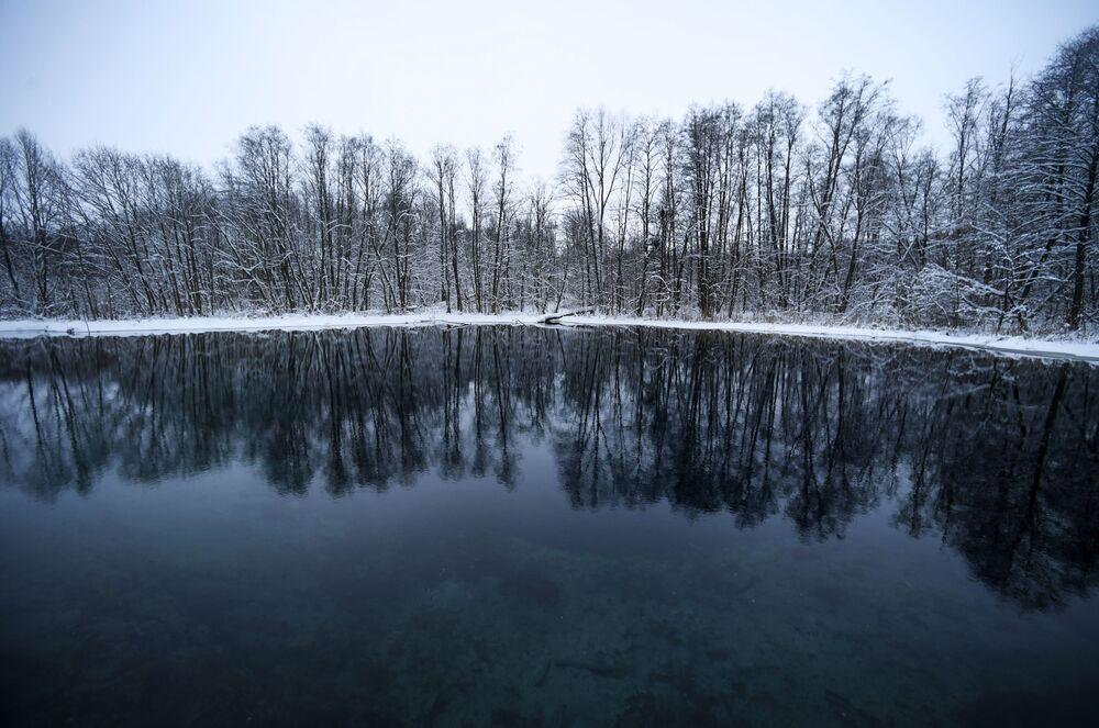 """Najbardziej znane i dostępne jest Małe Błękitne Jezioro, dlatego jeśli usłyszycie o """"Błękitnym Jeziorze"""" w liczbie pojedyńczej, to  z pewnością chodzi właśnie o nie."""