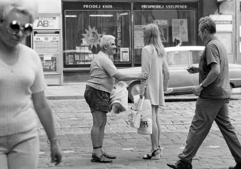 Na praskiej ulicy w 1984 roku.