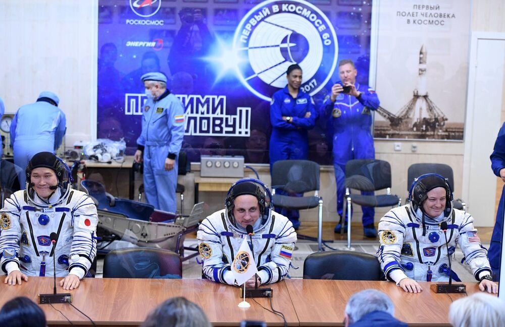 Konferencja prasowa przed startem rakiety nośnej Sojuz-FG ze statkiem załogowym Sojuz MS-07