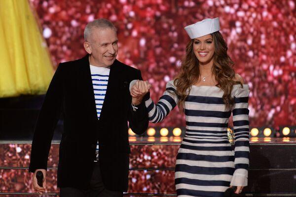 Jean-Paul Gaultier z Miss Francji 2016, Iris Mittenaere - Sputnik Polska