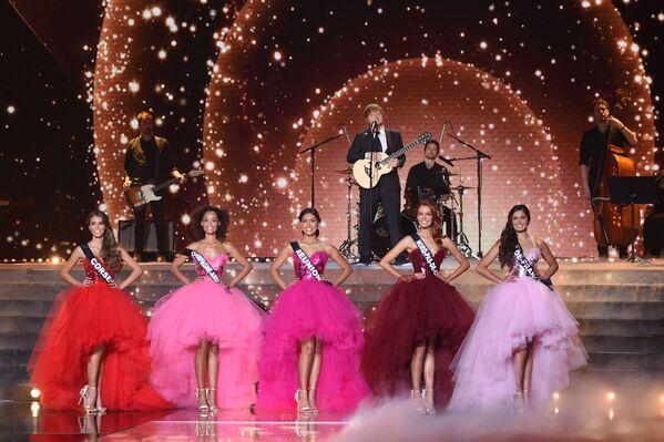 Piosenkarz Ed Sheeran podczas występu na konkursie piękności Miss Francji 2018 - Sputnik Polska