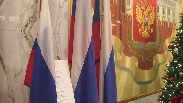 Flagi usunięte z rosyjskich placówek dyplomatycznych w USA - Sputnik Polska
