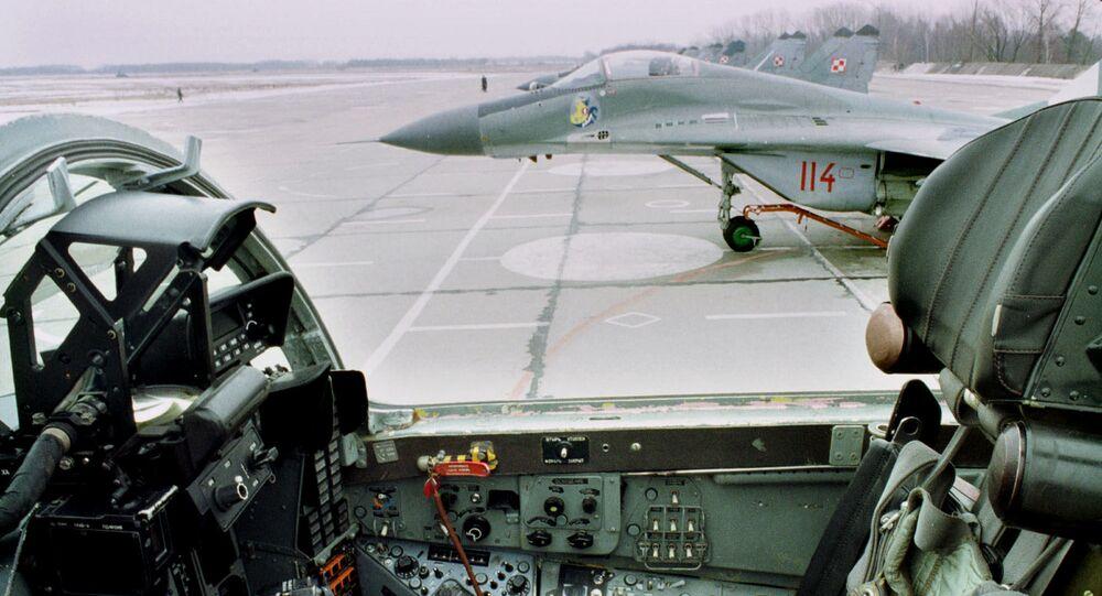 Myśliwiec MiG-29 Polskich Sił Powietrznych na lotnisku w Mińsku Mazowieckim. Zdjęcie archiwalne