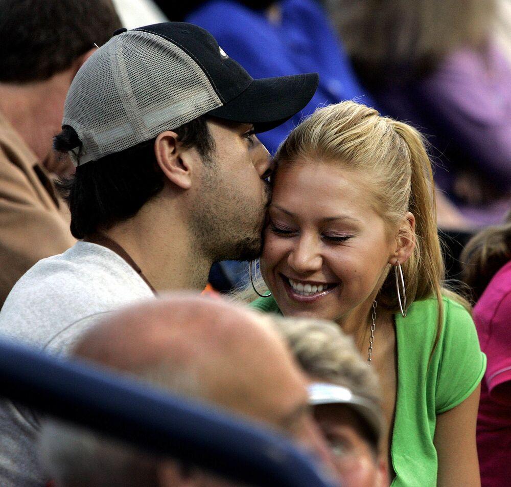 Anna Kurnikowa i Enrique Iglesias na turnieju tenisowym w Los Angeles
