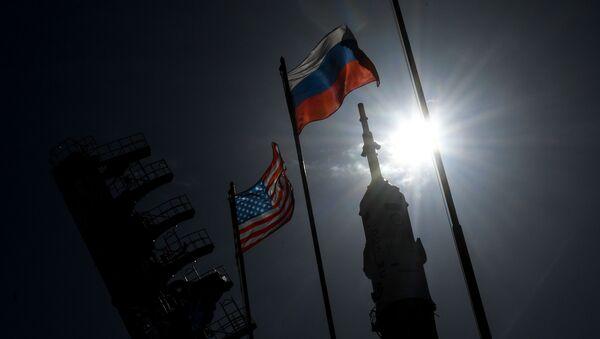 Flagi Rosji i USA na Bajkonurze - Sputnik Polska