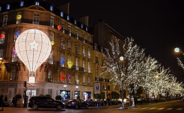 Świąteczne iluminacje domu mody Dior w Paryżu - Sputnik Polska