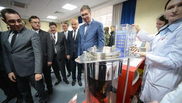 Prezydent Serbii Aleksandar Vučić podczas wizyty w Funduszu Badań Perspektywicznych - Sputnik Polska