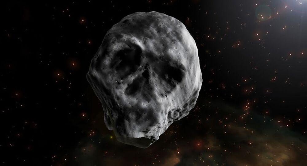 Kosmiczna czaszka zbliża się do Ziemi (wideo)