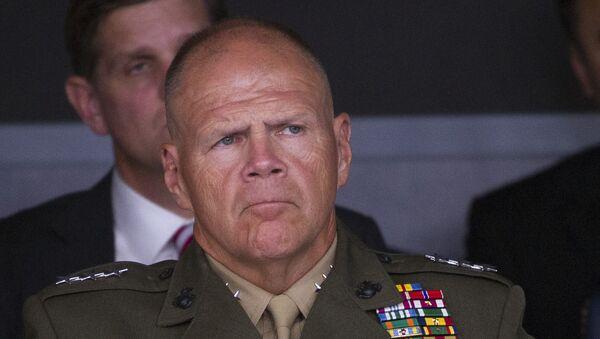 Amerykański generał Robert Neller - Sputnik Polska