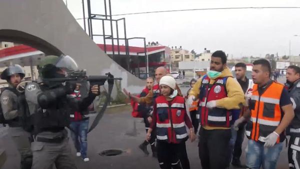 W Ramallah doszło do starć między funkcjonariuszami struktur siłowych a pracownikami medycznymi - Sputnik Polska