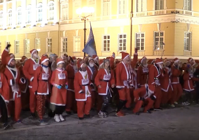 W Petersburgu odbył się bieg Dziadków Mrozów
