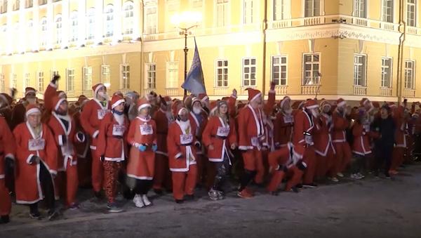 W Petersburgu odbył się bieg Dziadków Mrozów - Sputnik Polska