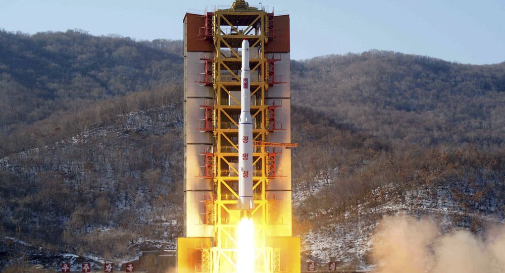 Start północnokoreańskiej rakiety z satelitą Kwangmyongsong-4