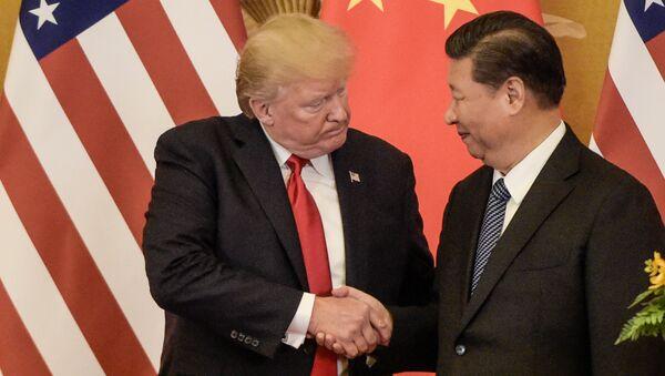 Prezydent USA Donald Trump i przewodniczący ChRL Xi Jinping w czasie spotkania w Pekinie - Sputnik Polska
