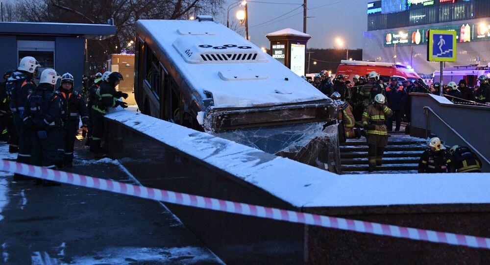 Na zachodzie Moskwy autobus wjechał w przejście podziemne
