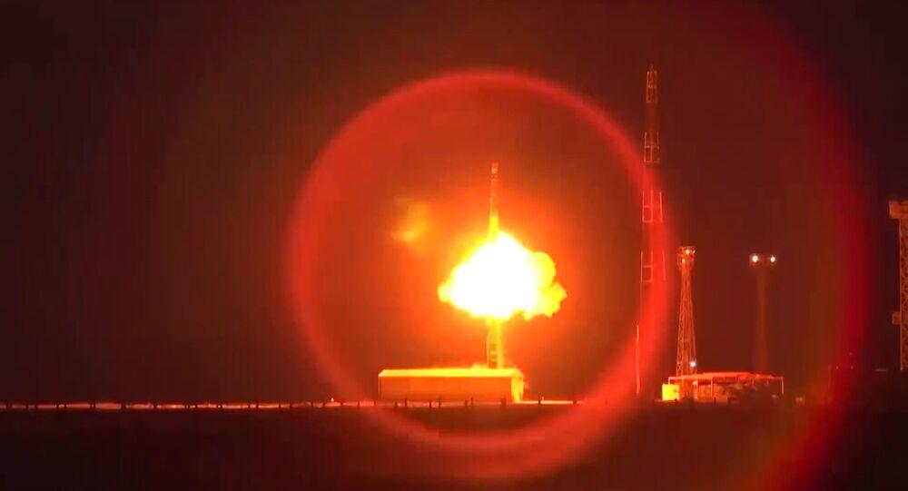 Odpalenie międzykontynentalnej rakiety balistycznej RS-12М Topol z poligonu Kapustin Jar