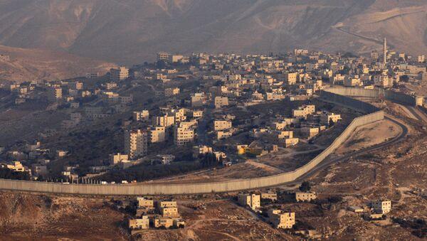Palestyńskie miasto Abu-Dis odgrodzone od Izraela betonowym ogrodzeniem - Sputnik Polska