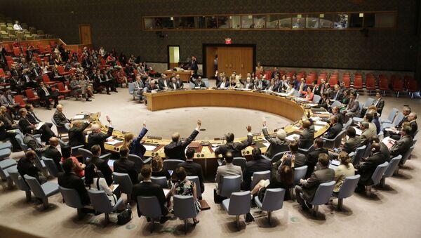 Rada Bezpieczeństwa głosuje za rezolucją, zatwierdzając porozumienie ws. Iranu w siedzibie ONZ - Sputnik Polska