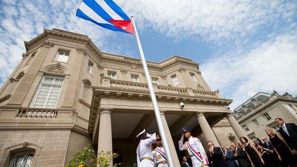 Minister spraw zagranicznych Kuby Bruno Rodriguez przy budynku ambasady Kuby w Waszyngtonie - Sputnik Polska