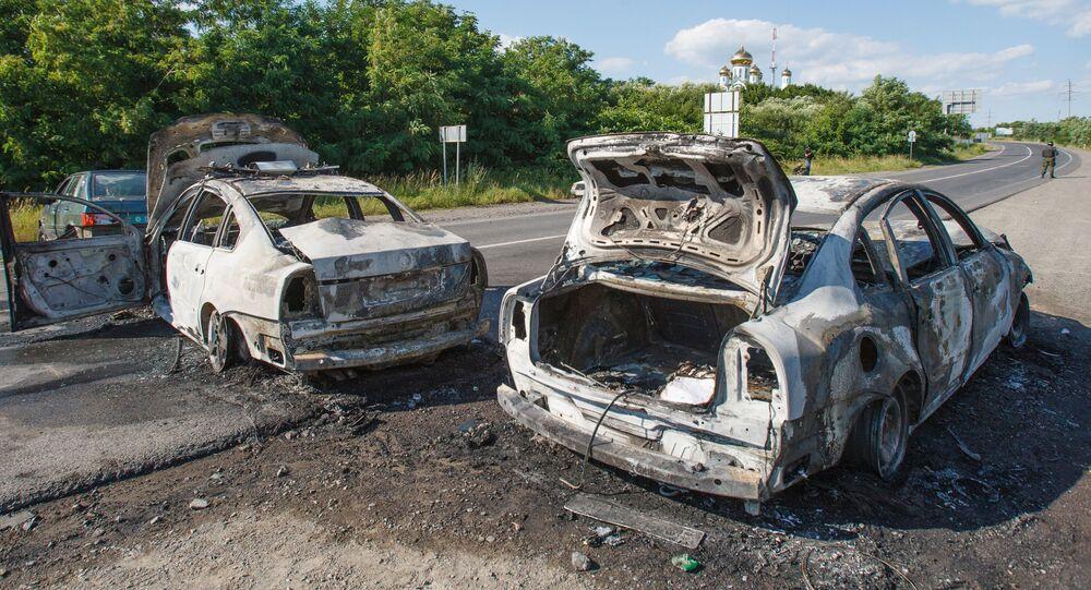 Spalone samochody na drodze w Mukaczowie