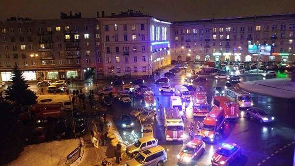 Ситуация на месте взрыва в магазине Перекресток в Санкт-Петербурге - Sputnik Polska
