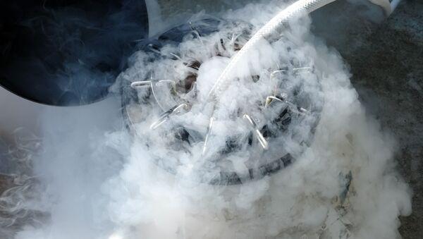Zamrożenie ciekłym azotem w laboratorium - Sputnik Polska