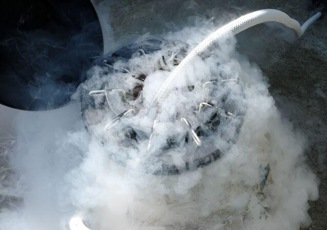 Zamrożenie ciekłym azotem w laboratorium