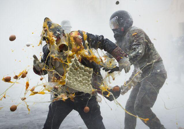 Bitwa na jajka i mąkę w Hiszpanii