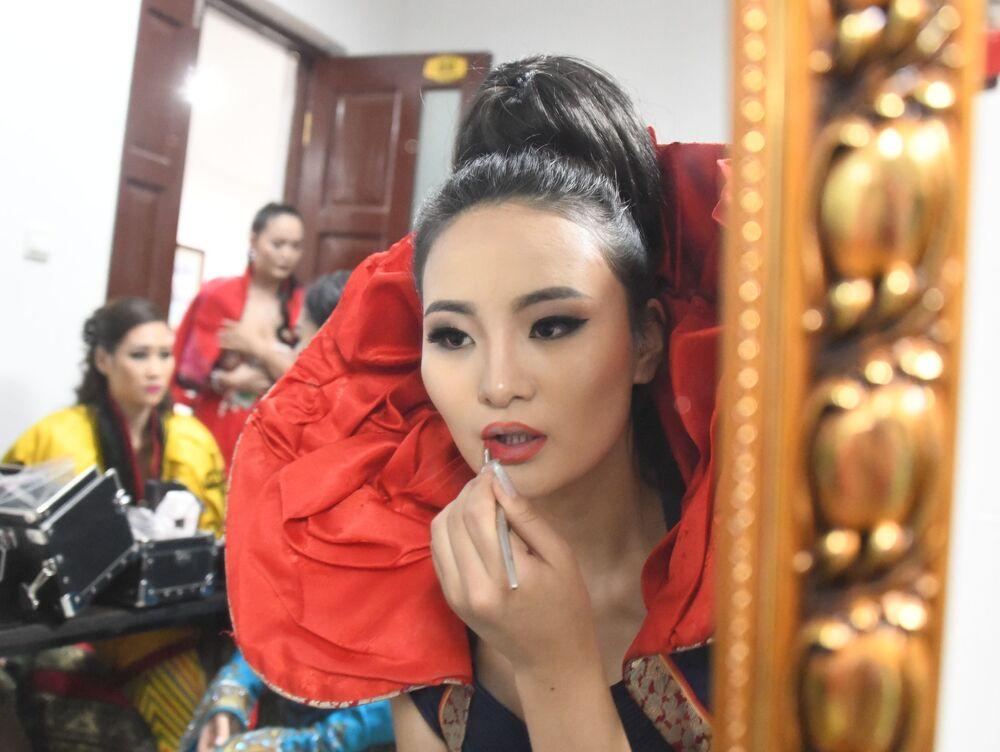 Uczestniczka konkursu Ambasadorka piękności w Mandżurii