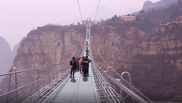 Najdłuższy szklany most na świecie - Sputnik Polska