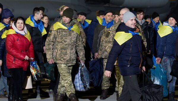 Ukraińscy żołnierze przekazani w ramach wymiany - Sputnik Polska