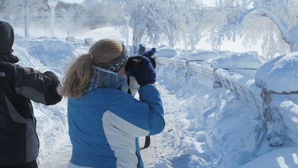 Turyści u wodospadu Niagara - Sputnik Polska