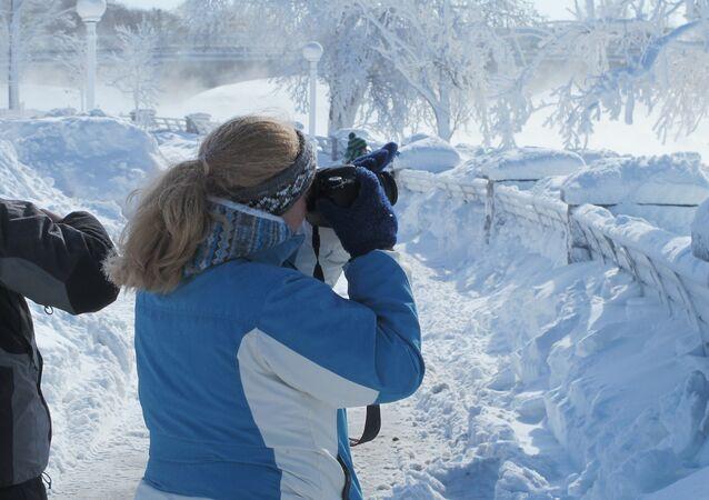 Turyści u wodospadu Niagara
