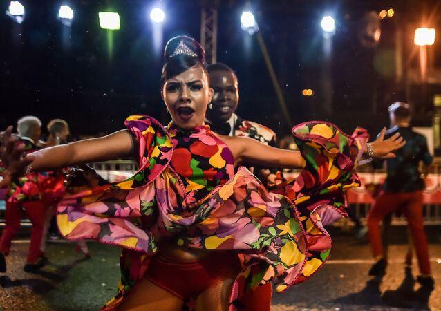 """Parada tancerzy """"Salsodromo"""" w kolumbijskim mieście Cali."""