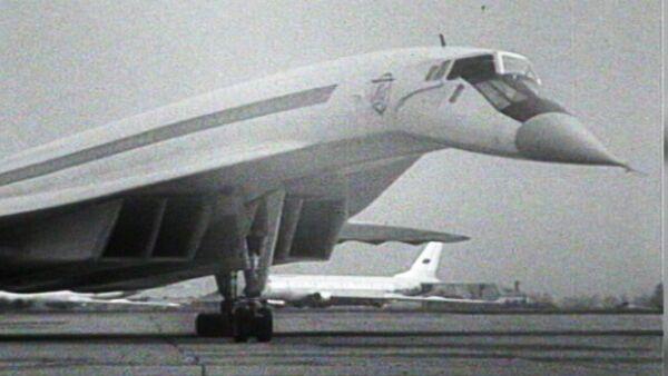 Pierwszy lot radzieckiego ponaddźwiękowego samolotu Tu-144 - Sputnik Polska