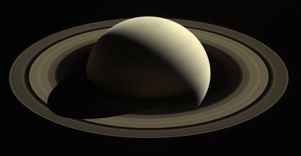 Zdjęcie planety Saturn zrobione przez sondę Cassini. - Sputnik Polska