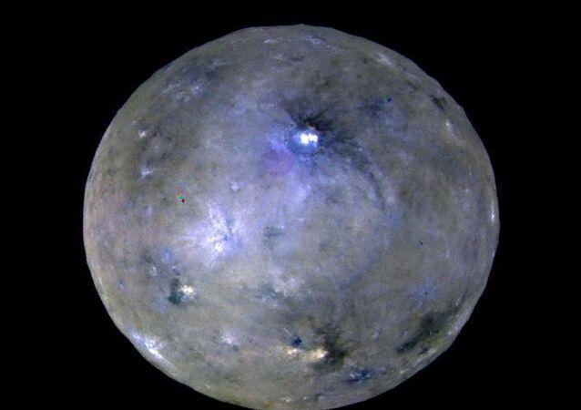 Planeta karłowata Ceres sfotografowana przez sondę kosmiczną Dawn
