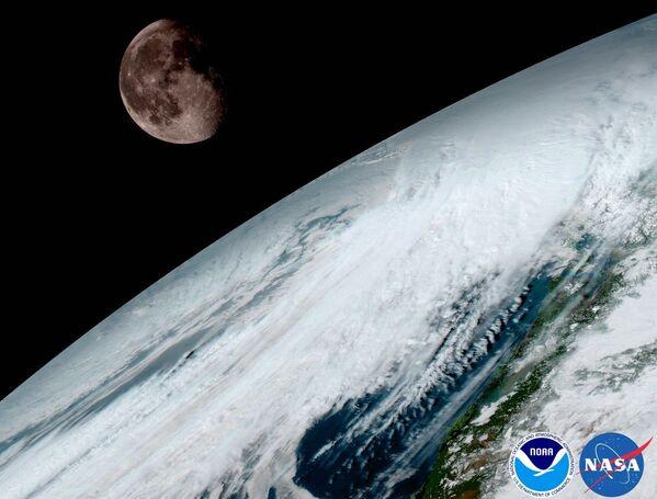 Sonda meteorologiczna GOES-16, wyprowadzona na orbitę ziemską pod koniec listopada 2016 roku przekazała w styczniu pierwsze fotografie wysokiej jakości. W przyszłości takie zdjęcia pomogą naukowcom śledzić wybuchy wulkanów i pożarów na Ziemi w czasie rzeczywistym. - Sputnik Polska