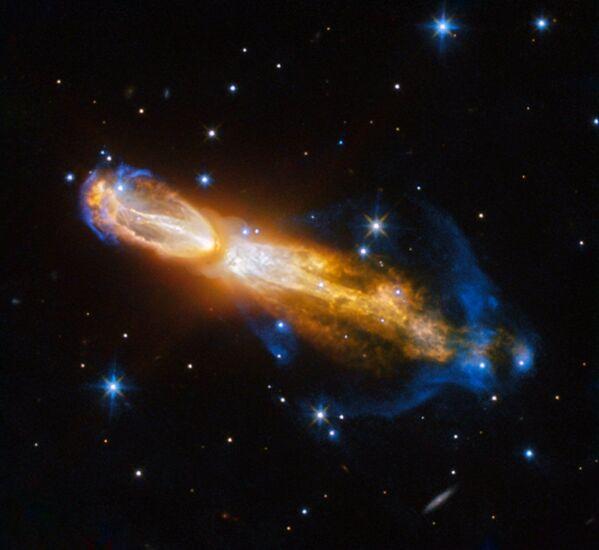 Naukowcy za pomocą teleskopu Hubble'a sfotografowali śmierć gwiazdy: przemianę czerwonego giganta w Mgławicę Zepsute Jajko. - Sputnik Polska
