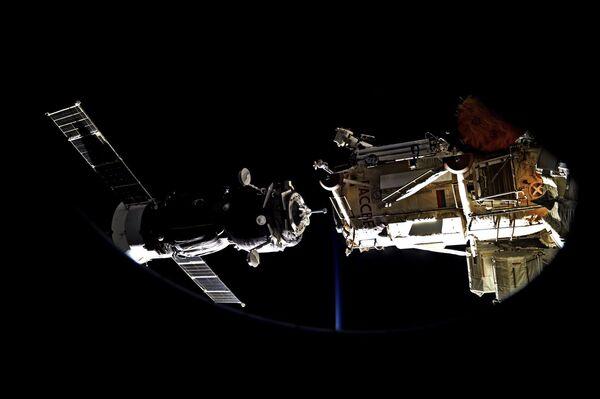 Cumowanie Sojuz MS-05 na Międzynarodowej Stacji Kosmicznej 31 lipca 2017 roku. - Sputnik Polska