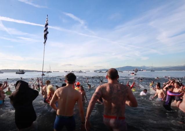 """1 stycznia w Vancouver miała miejsce coroczna """"Kąpiel Niedźwiedzi Polarnych"""""""
