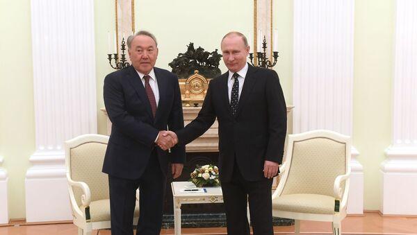 Prezydent Kazachstanu Nursultan Nazarbajew i prezydent Rosji Władimir Putin - Sputnik Polska