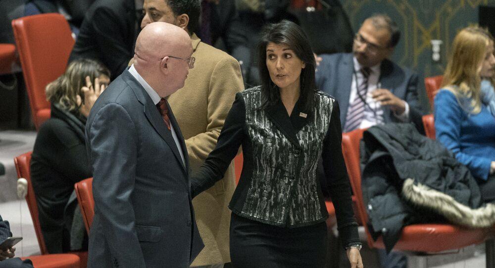 Wasilij Nebienzja i Nikki Haley w ONZ