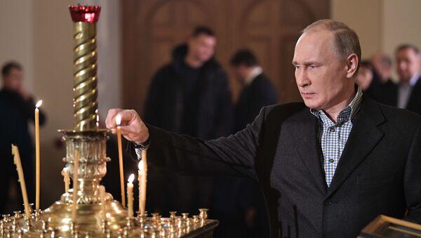 Prezydent Rosji Władimir Putin w cerkwi Starca Simeona i Anny Prorokini w Petersburgu - Sputnik Polska